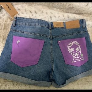 🌟Custom painted line face jean shorts🌟